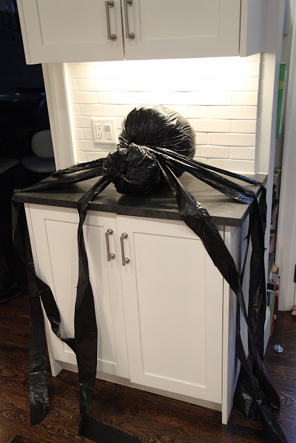 homemade halloween decorations out of garbage bags 24 7. Black Bedroom Furniture Sets. Home Design Ideas